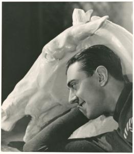 Jacques Tati pose pour la revue de l'ABC