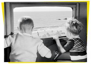 Carte postale inspirée par Les vacances de Monsieur Hulot de Jacques Tati © Tati Trafic 2020